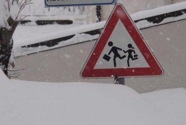 Arriva la neve: Alba dispone la chiusura delle scuole, Bra sta valutando