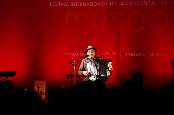Sei concorrenti al festival della canzone al tartufo di Montà