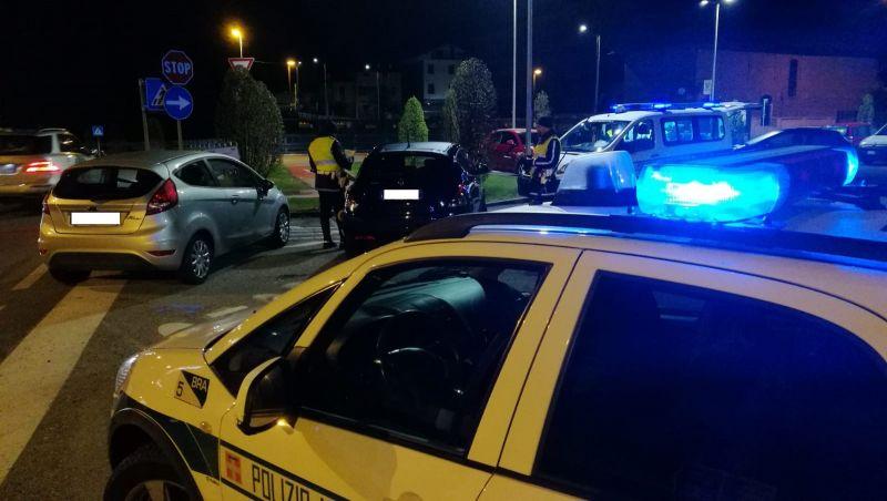 Ubriaco provoca incidente e scappa, bloccato dai vigili a Bra