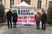 Sindaco e assessori albesi al presidio dell'Asti Cuneo
