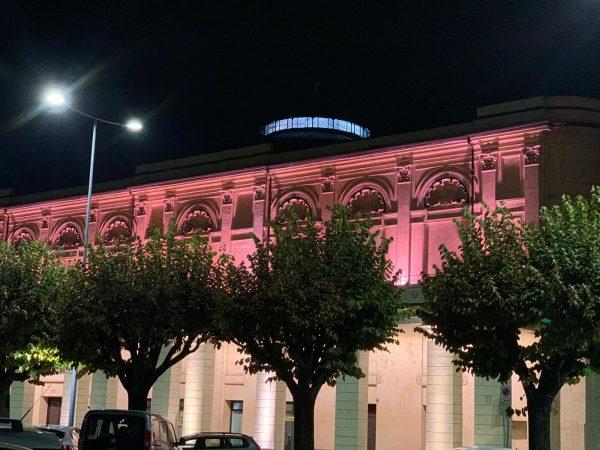 Bra: Politeama illuminato di rosa per la lotta contro il cancro al seno