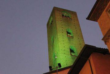 Le torri di Alba illuminate di verde per sensibilizzare sulla SLA
