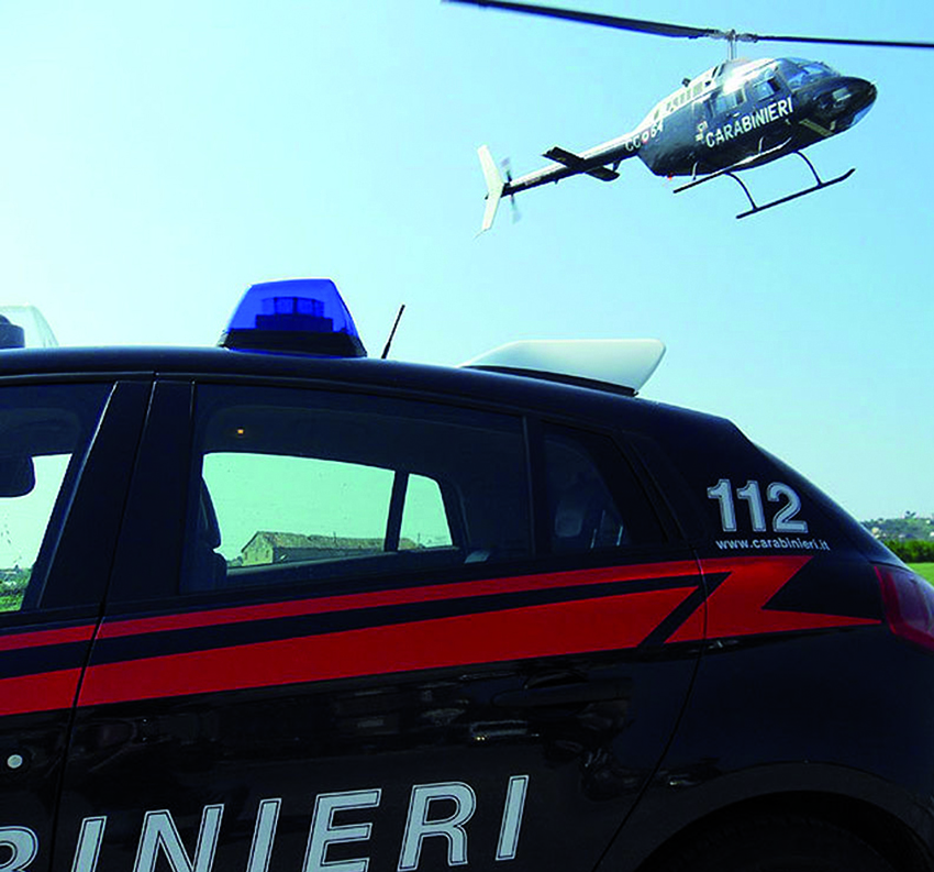 Cade in un canale dopo un volo di sei metri, salvata dai Carabinieri