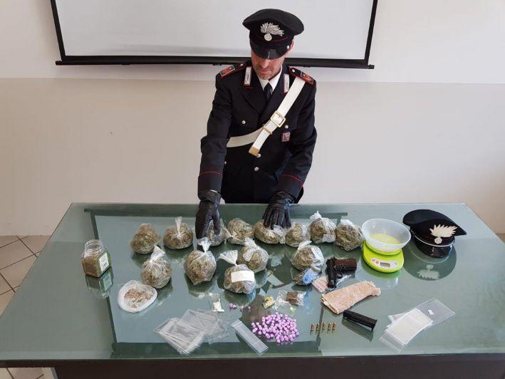 Arrestato un 22enne braidese: aveva ingente quantitativo di droga e una pistola rubata