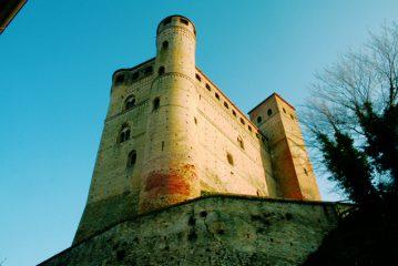 Anche il castello di Serralunga ospita gli autori di gialli