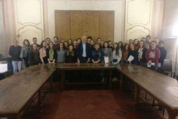 In Municipio a Cherasco la consegna della Costituzione ai neodiciottenni