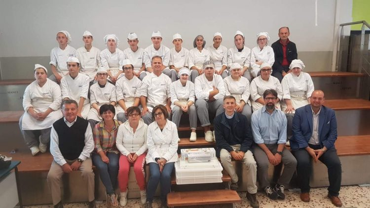 Un omaggio al corso di panificazione del CFP braidese da parte dell'associazione La Rana a Roreto