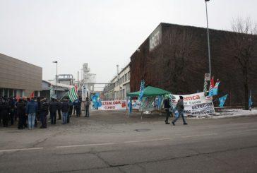Momenti di tensione questa mattina davanti all'Abet in sciopero