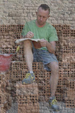 """Il """"poeta muratore"""" presenta l'ultima sua fatica letteraria a Corneliano"""