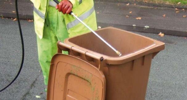 Partono i lavaggi dei contenitori per l'umido in Bra