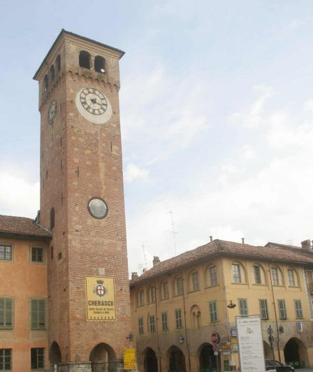 """La torre torna """"sotto i ferri"""": limitazioni al traffico per agevolare il cantiere a Cherasco"""