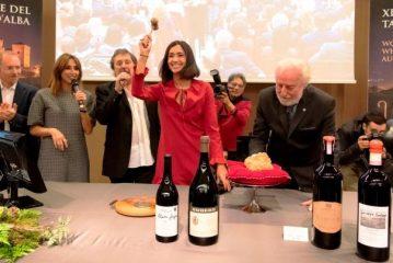 Caterina Balivo ed Enzo Iacchetti si riconfermano alla XX Asta del Tartufo Bianco d'Alba