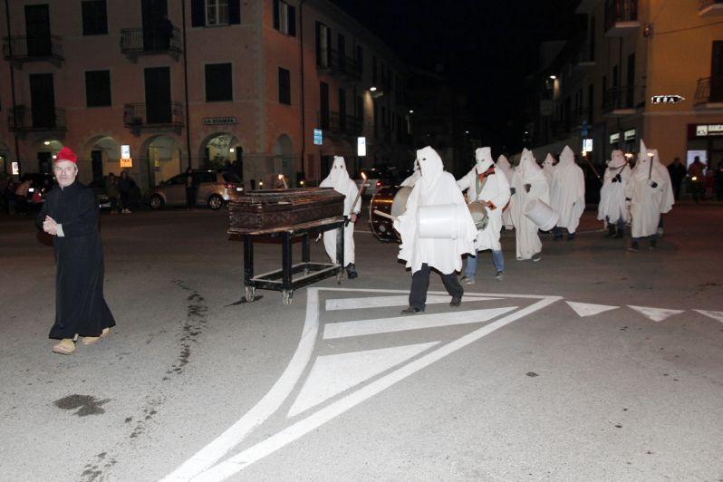 A Sommariva del Bosco fanno il funerale al Carnevale