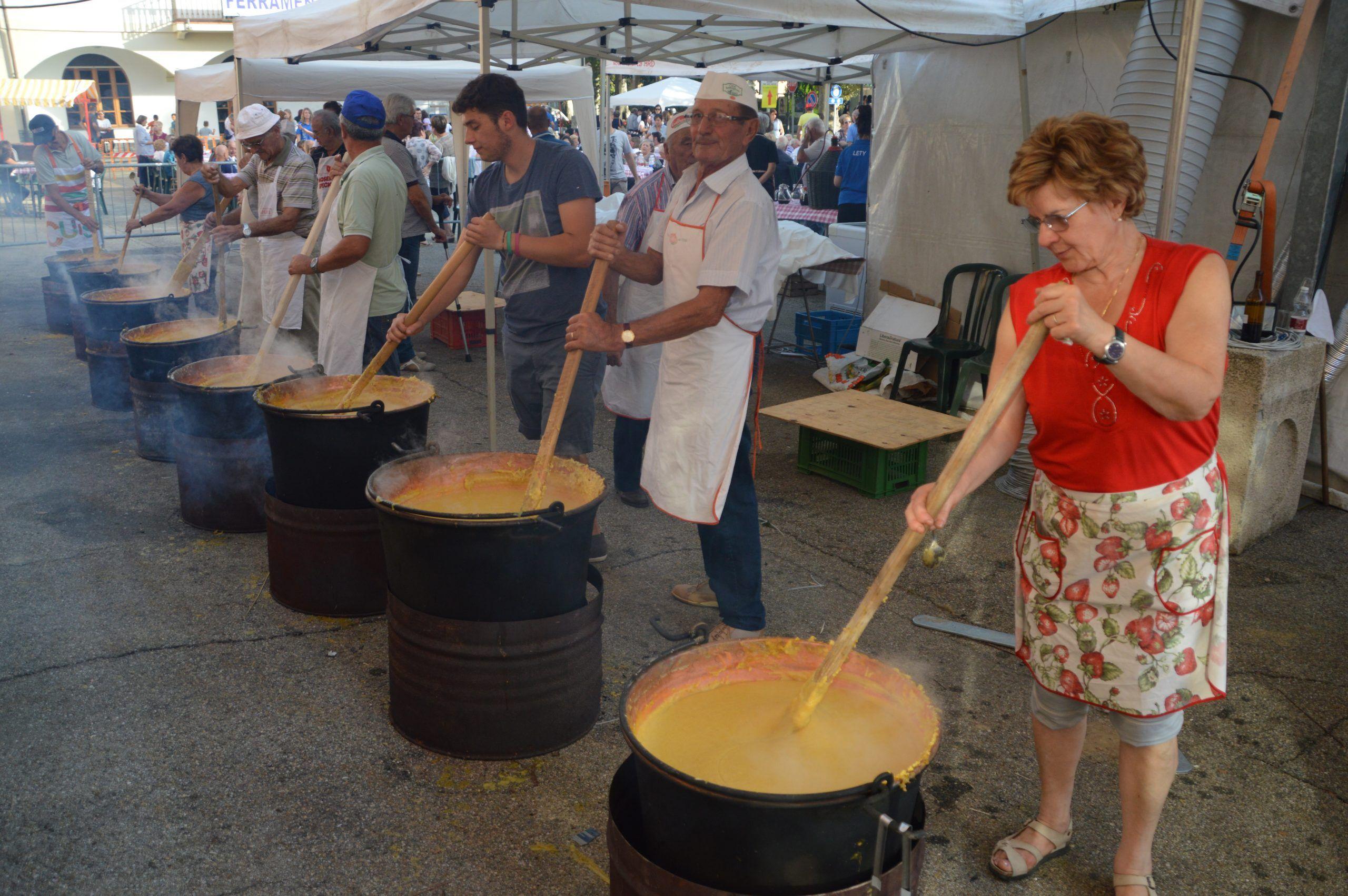 Paella, grigliata e l'immancabile polenta alla Festa di Santa Croce a Sommariva Perno