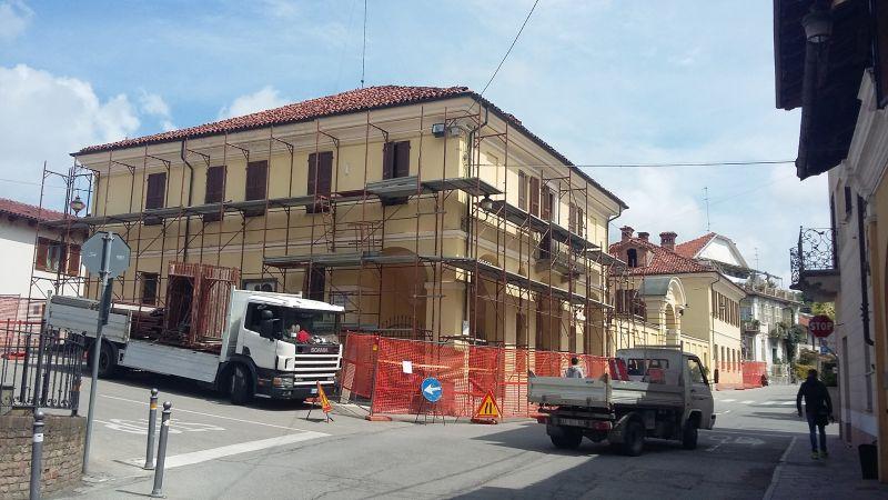 Si rifà il tetto alla sede del Municipio di Sanfrè