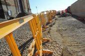 Partiti i lavori per consolidare l'acciottolato in centro storico