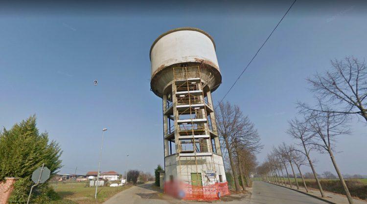 Niente esplosivi: la torre dell'acquedotto di Sommariva del Bosco sarà «smontata»