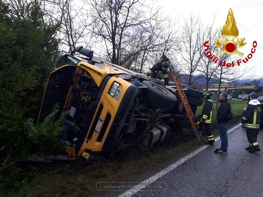 Riffredo: Camion finisce fuori strada, illeso il conducente