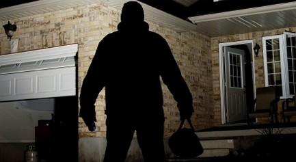 Asti, arrestati due ladri d'appartamento autori di altri 13 furti