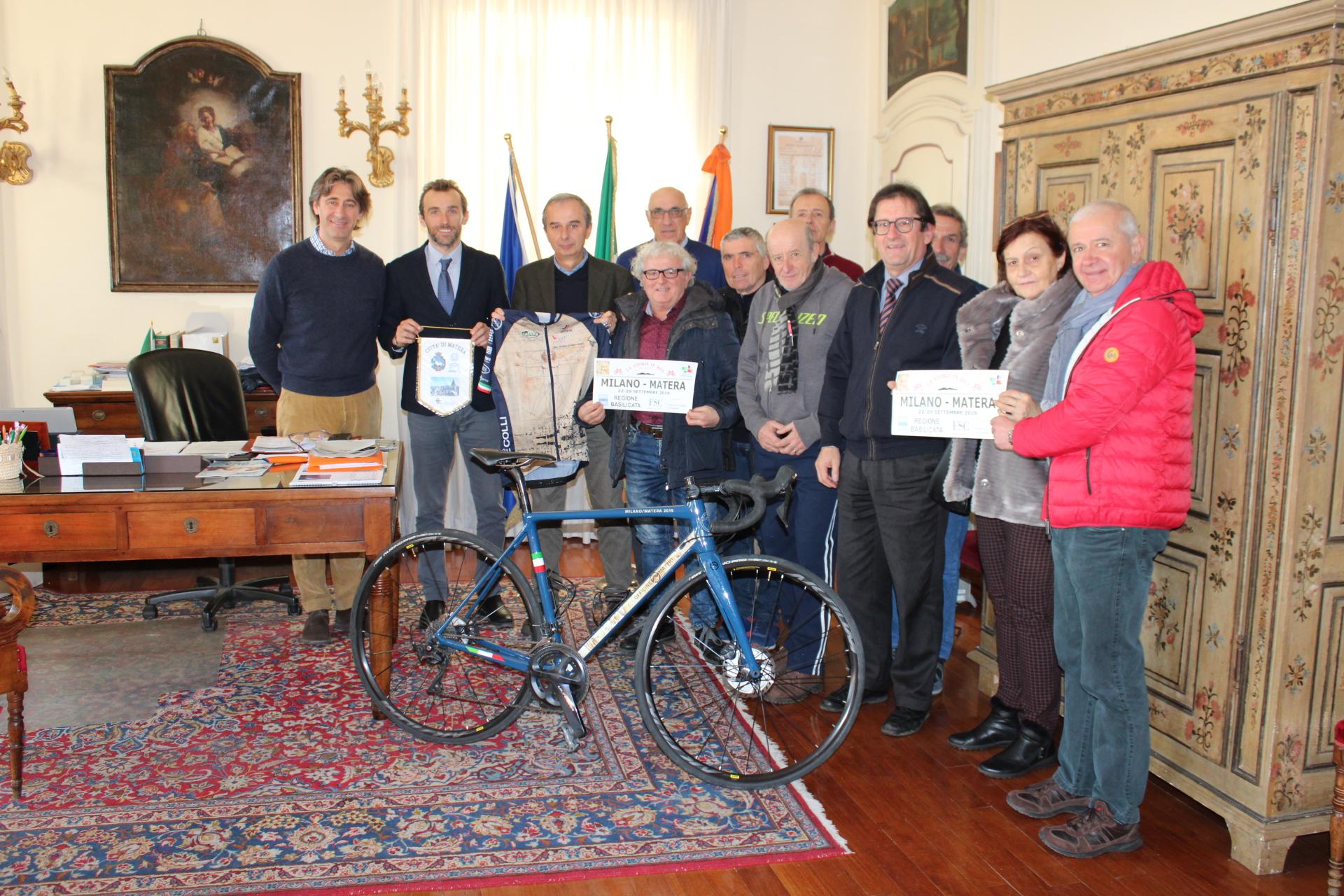 "Bra: ricevuti in Municipio i pedalatori braidesi de ""La Storia in bici"""