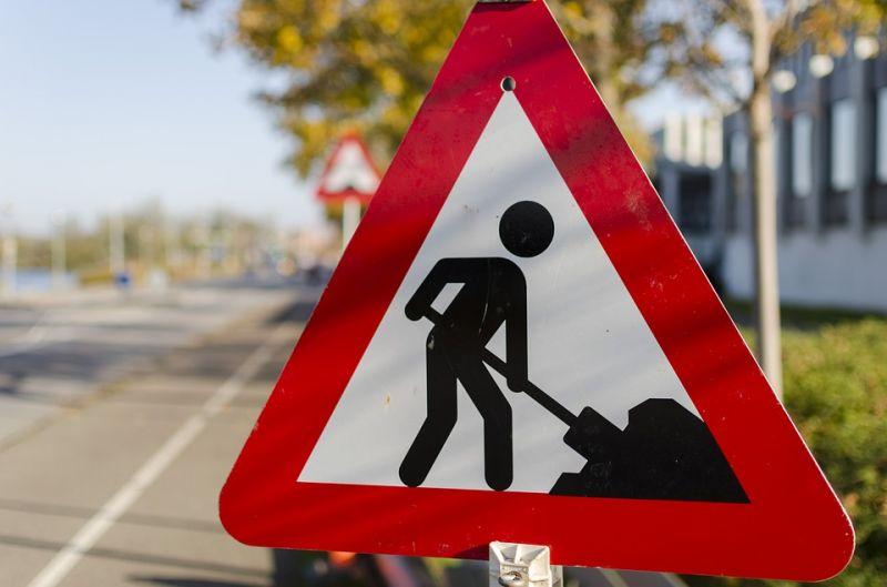 Lavori su via Romino per l'allargamento della strada