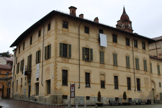 Bra: Palazzo Mathis in bianco per la lotta al tumore al polmone