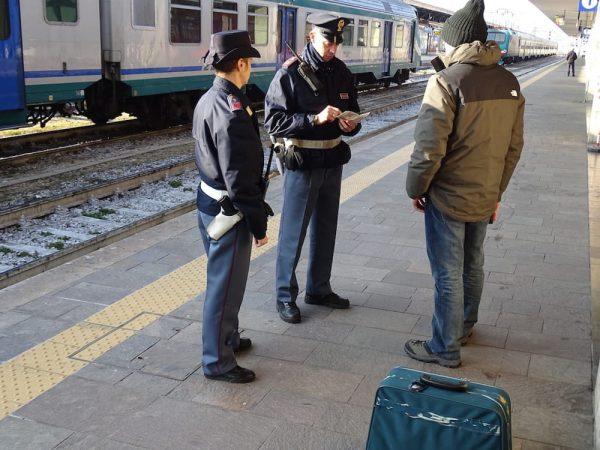 Controllati treni e passeggeri nelle stazioni di Mondovì e Alba