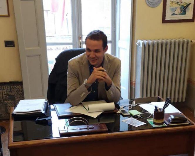 Primo giorno di lavoro per il sindaco di Guarene, Simone Manzone