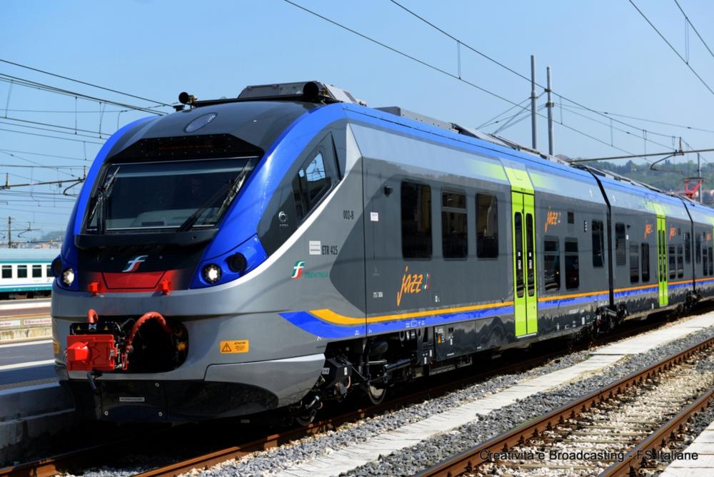 Persona investita da un treno: ritardi sulla  linea Torino-Alba