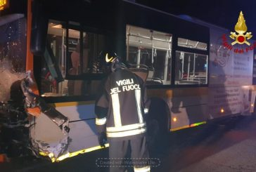 Auto contro bus: muore donna di 49 anni
