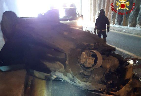 Auto si ribalta in tangenziale a Fossano, 36enne in gravi condizioni