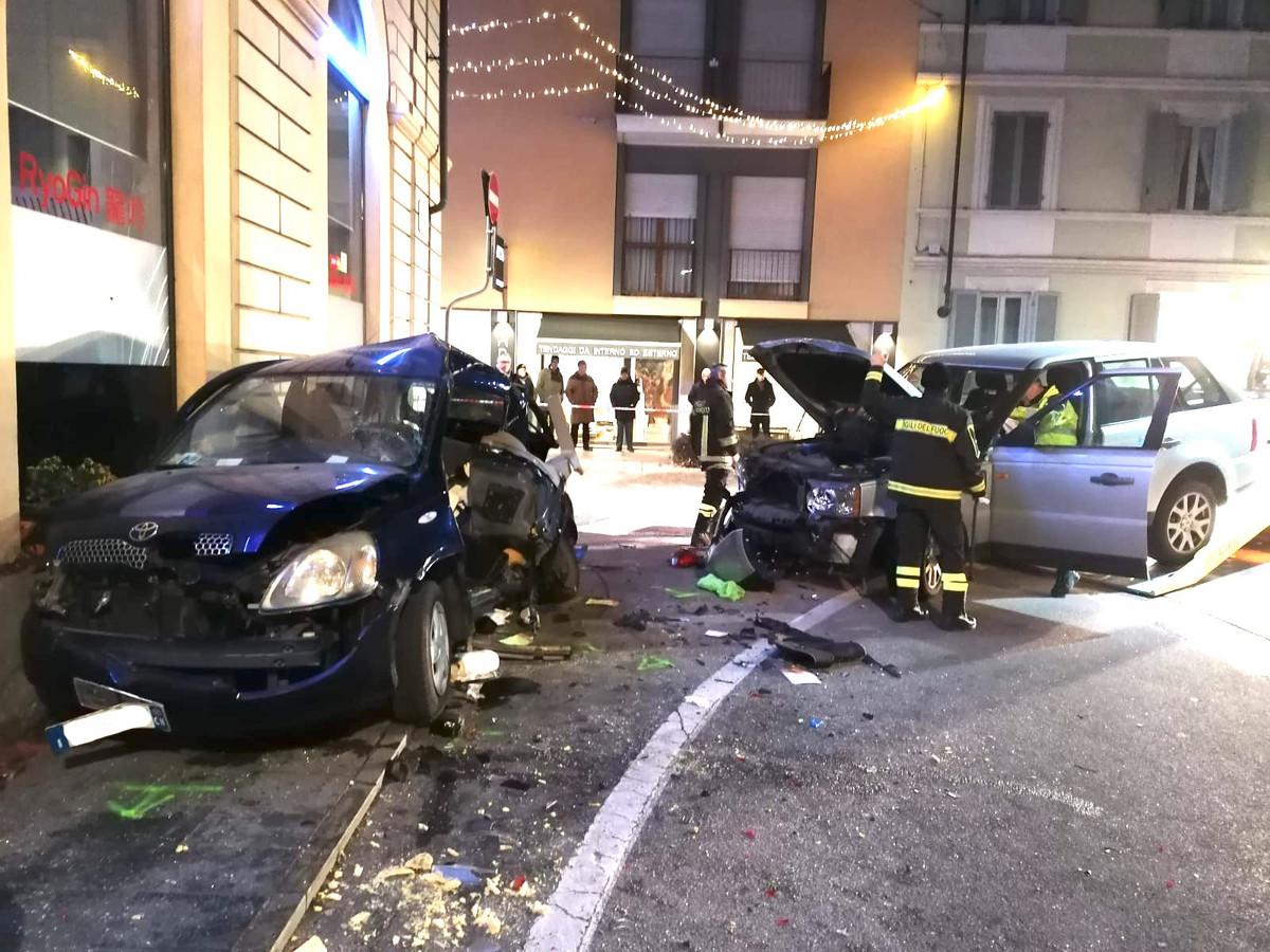 Alba, scontro tra due auto in Corso Michele Coppino