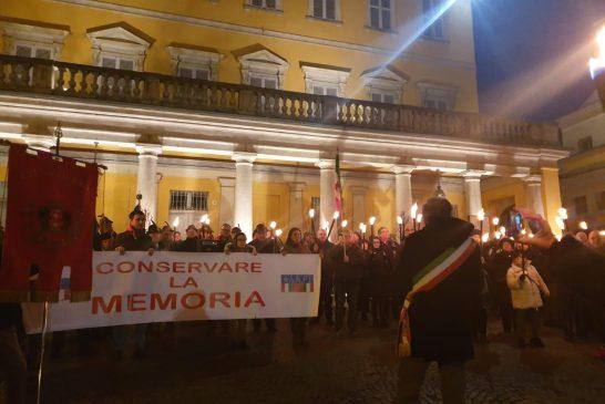Bra ha reso onore alla Memoria con una serie di iniziative in città: la testimonianza di Liliana Segre in streaming, fiaccolata e proiezioni
