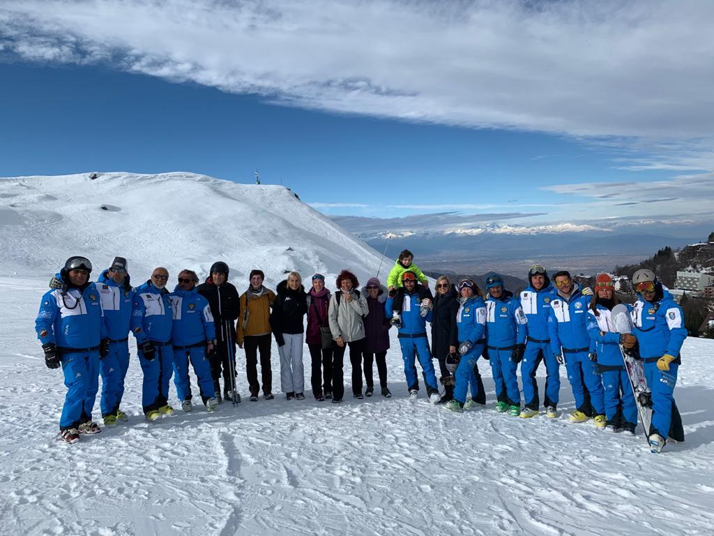 """La scuola si sposta in montagna: i licei classico e artistico di Alba partecipano al progetto """"Sci e natura"""""""