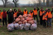 Santa Vittoria d'Alba: volontari al lavoro per pulire il paese. Il sindaco: «Grazie a tutti»