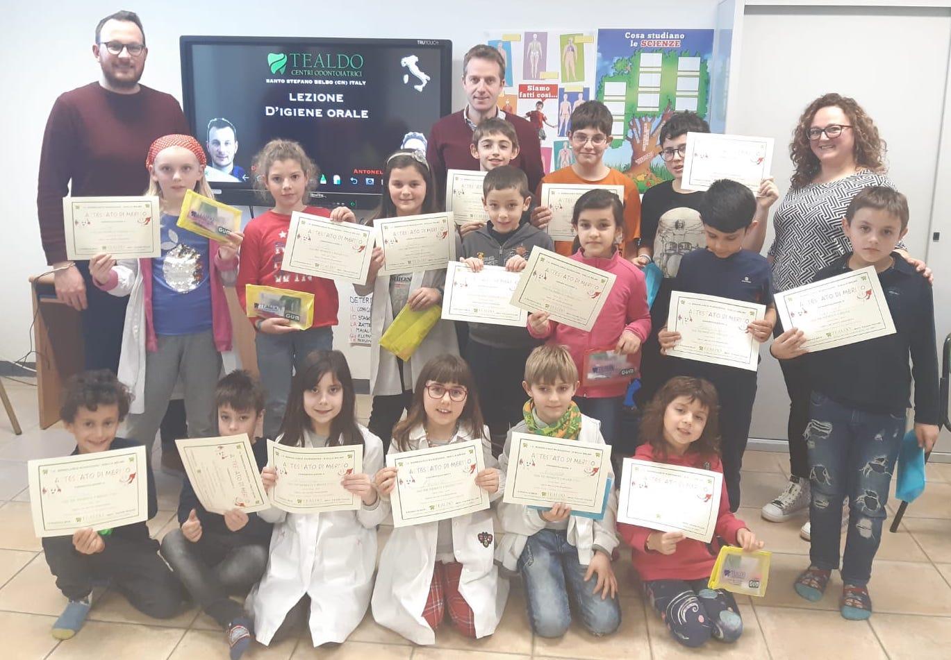 I centri odontoiatrici Tealdo visita la scuola di Niella Belbo