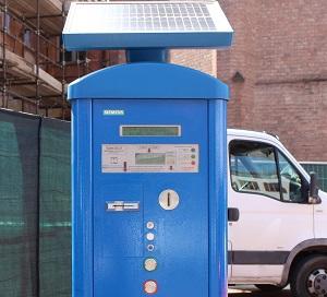 Alba, basta monetine: pronti i nuovi parcometri, si potrà pagare la sosta con la carta. In arrivo anche i limiti delle due ore