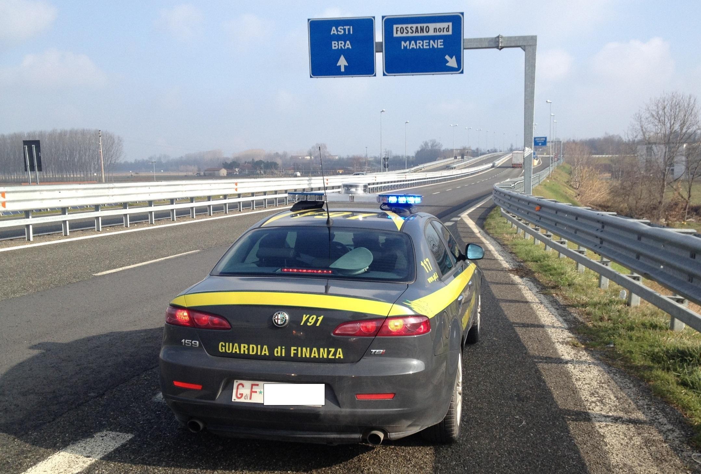 Fatture false per 700 mila euro: sanzioni e sequestri della Guardia di Finanza di Cuneo