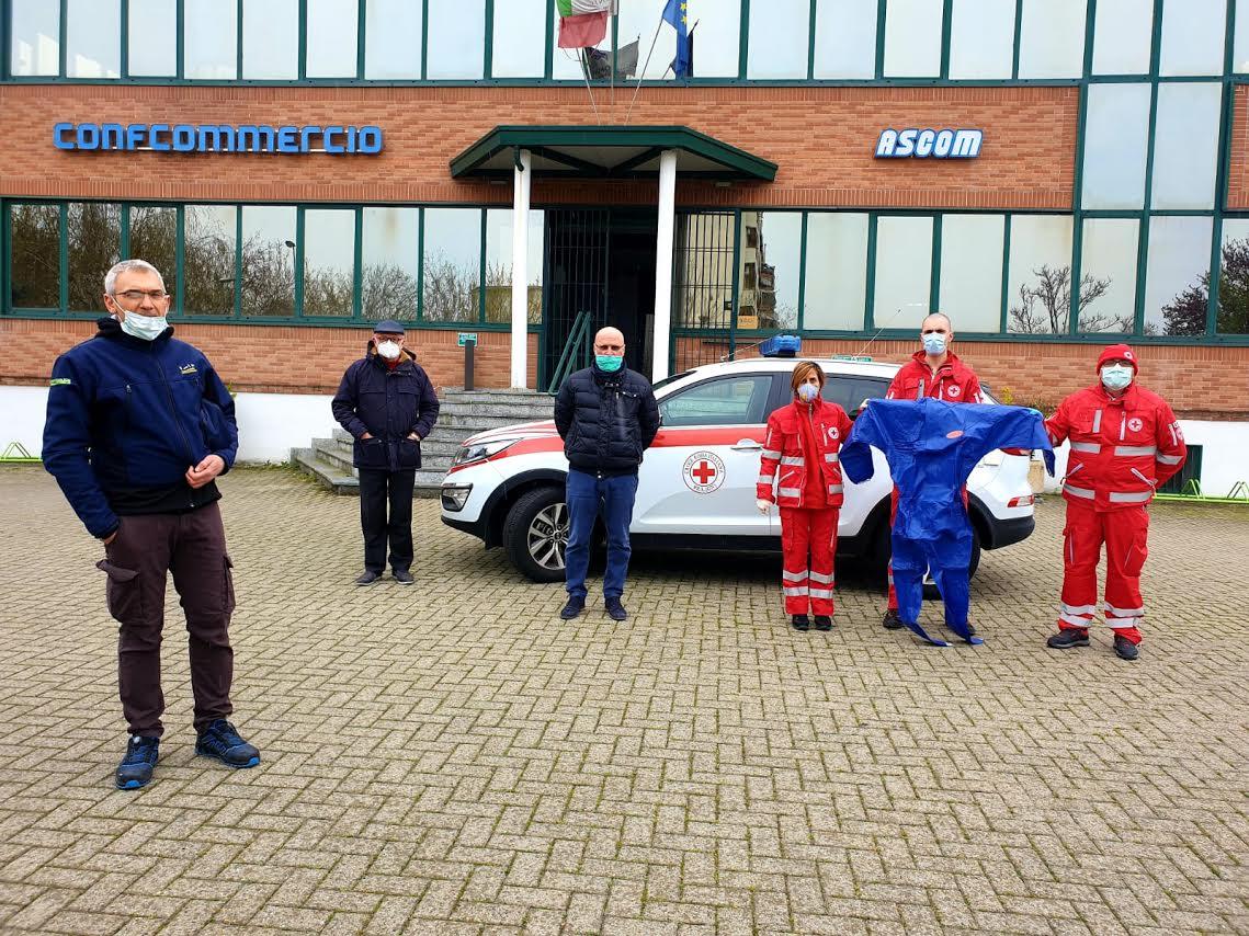 Ascom Bra e Ferramenta Maccagno donano una fornitura di indumenti protettivi e mascherine alla Croce Rossa braidese