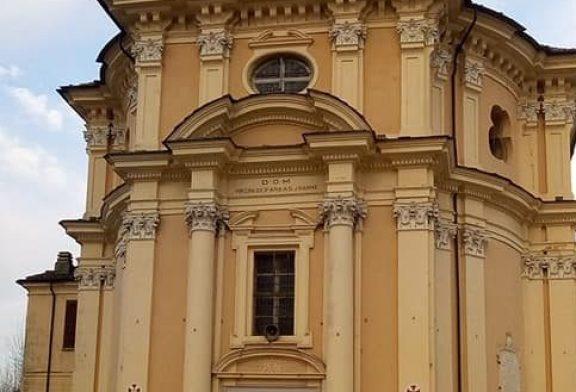 Sommariva Bosco: un messaggio di speranza sulla facciata del Santuario della Beata Vergine
