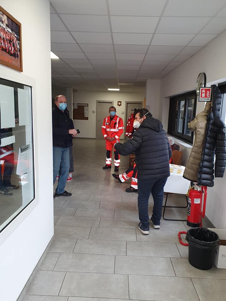 """La pizza di """"Fonzy"""" gratis ai volontari della Croce Rossa e Asava di Alba, in lotta contro il virus"""