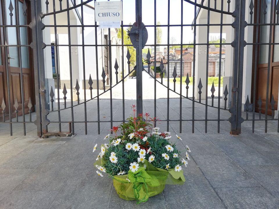Dogliani: Un fiore da parte dell'Amministrazione Comunale per essere vicini a chi non c'è più.
