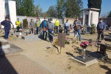 Vezza: gli Alpini al lavoro nel cimitero