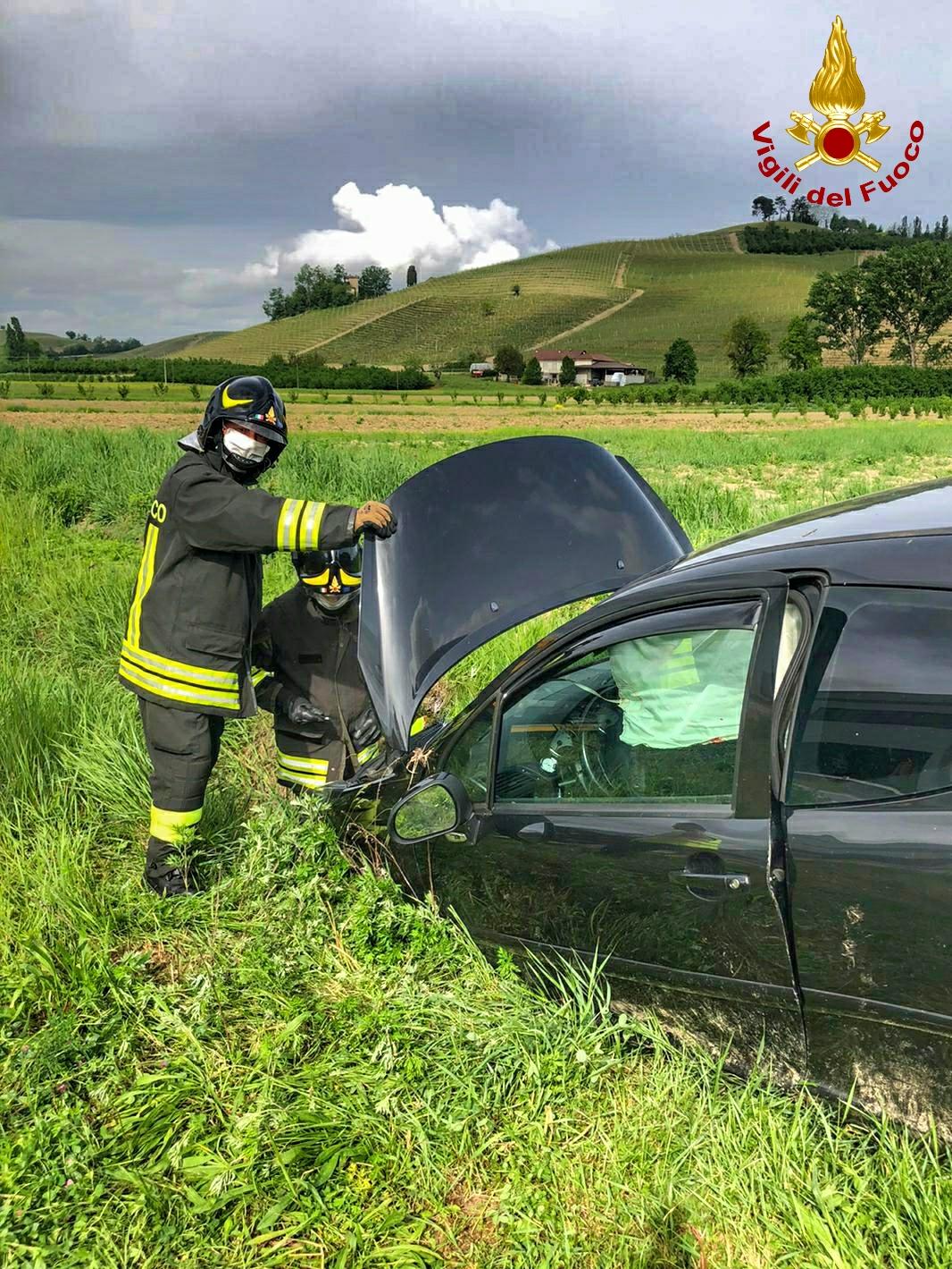 Auto fuoristrada a Neive: un ferito lieve trasportato in ospedale