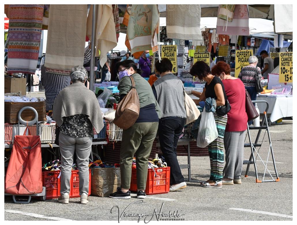 Alba: il mercato in piazza Sarti non convince
