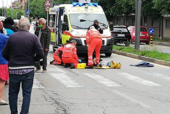 Alba donna investita sulle strisce in Corso Europa e trasportata al pronto soccorso