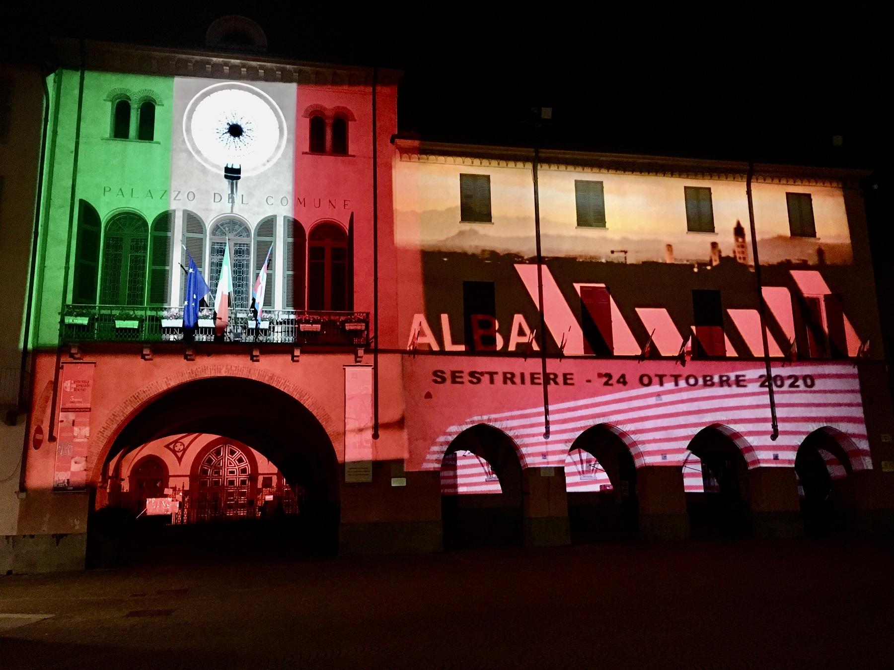 Alba: una proiezione luminosa per la tappa del Giro d'Italia
