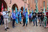 Alba: il sindacoCarlo Boha incontrato i sindacati e i lavoratori della Stamperia Miroglio di Govone durante il presidio sotto il Municipio